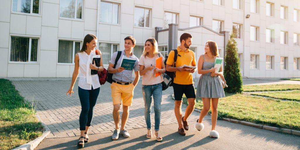 Universidad presencial frente a la universidad online